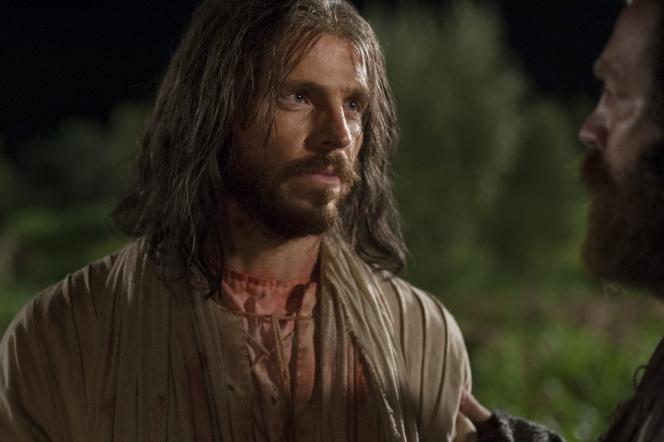 Matthew 26:36–56, Christ looks toward Judas