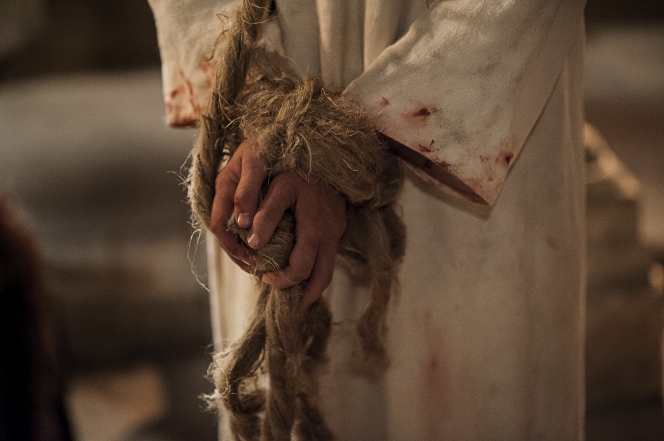 Matthew 26:57–75, Christ's hands tied with rope