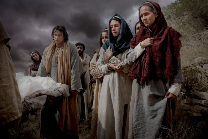 Matthew 27:57–60, Jesus Christ is carried into the tomb