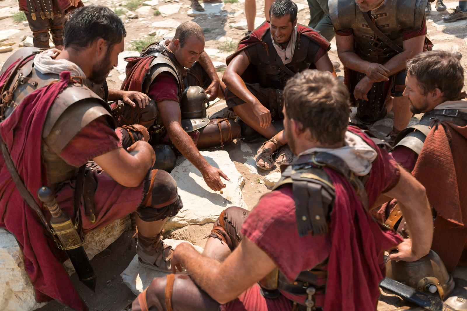 soldados romanos echando suertes
