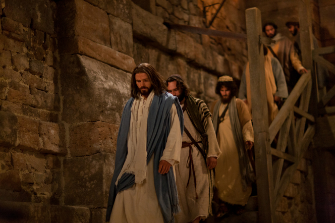 John 13:1–37, Jesus walks with the Apostles