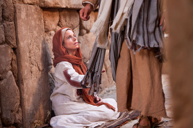 Mark 5:22–43, A woman touches Jesus's clothes