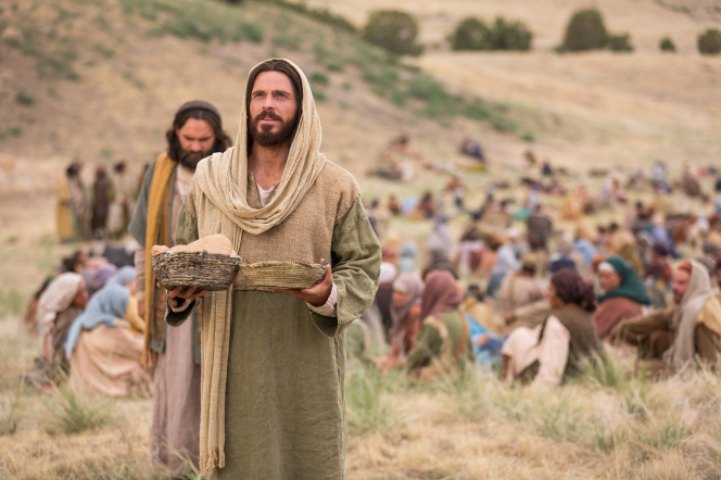 Matthew 14:13–21, Christ blesses loaves and fishes
