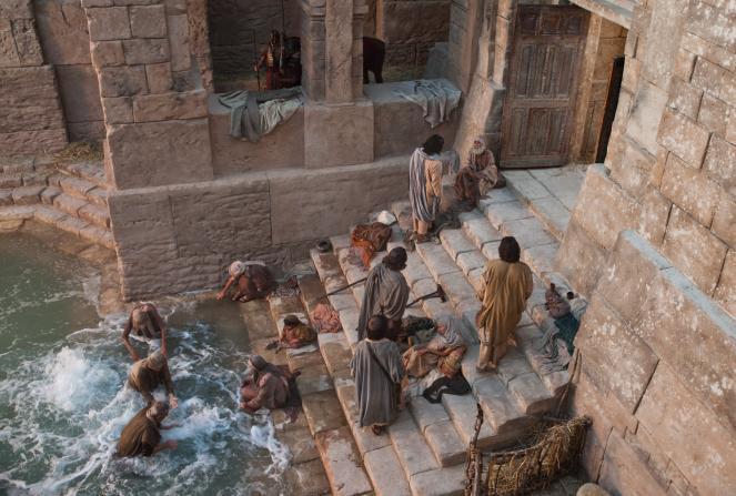 João 5:2 – 12, Pessoas reúnem-se ao redor do tanque de Betesda