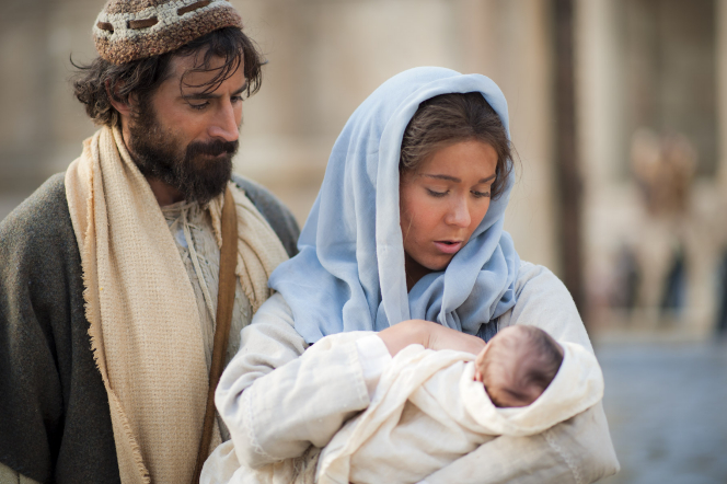 Luke 2:1–20, Mary and Joseph present baby Jesus at the temple