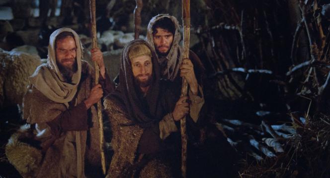 Luke 2:6–7, Shepherds visit Christ