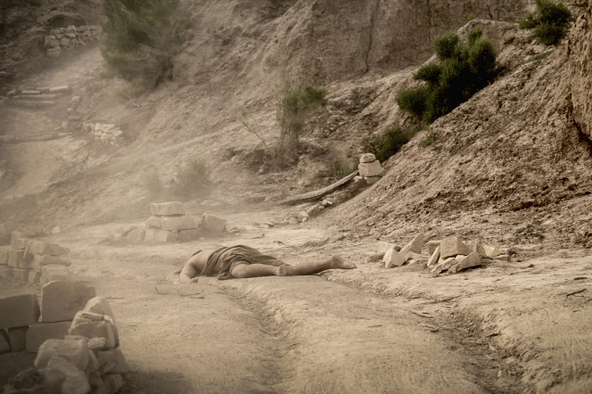 Luke 10:25–37, An injured man laying on the road to Jericho