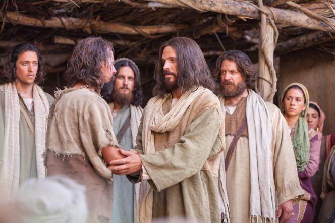 Luke 11:14–26; Matthew 12:31–42, Christ teaches a congregation