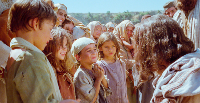 Luke 18:15–17, Little children gather around Jesus
