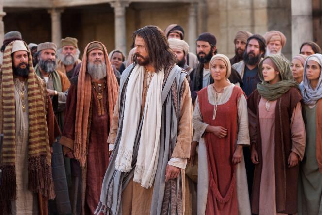 John 8:12–58, Jesus leaves as the Pharisees question Him