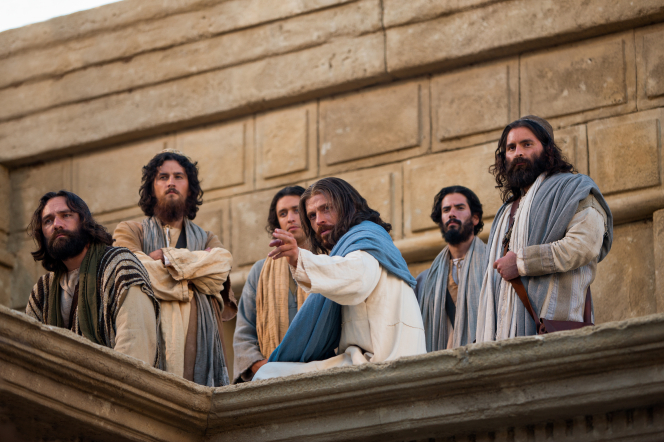 Mark 12:41–44, Jesus in the temple with His Apostles points to a widow
