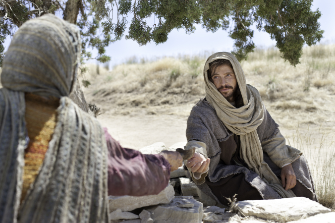 John 4:5–29, Christ accepts water from a Samaritan woman