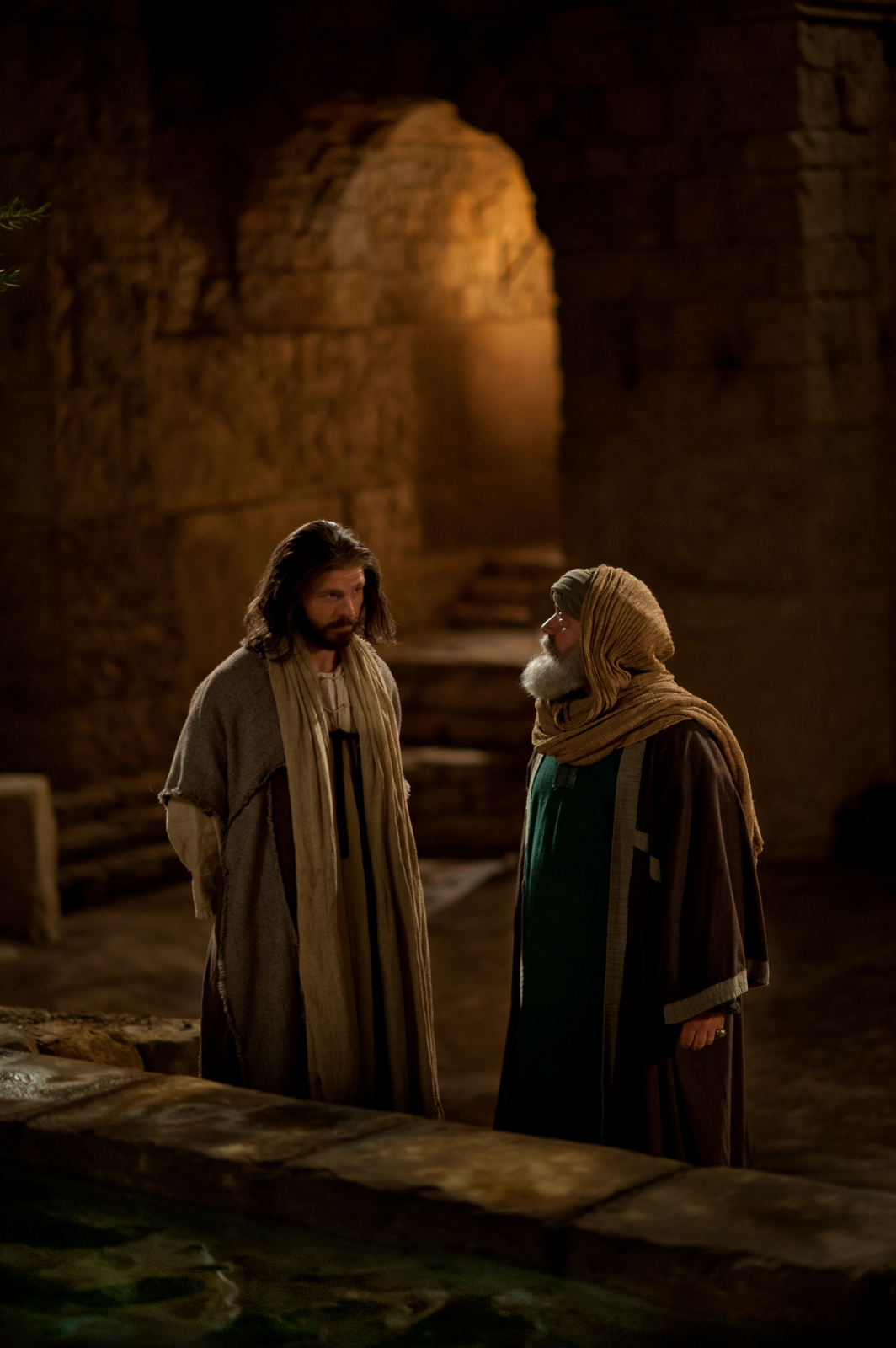 nicodemus and samaritan woman The nicodemus interview (john 3) focuses on water baptism the samaritan woman story (john 4) explains about living water let's dive into our study and learn more about the water of life.