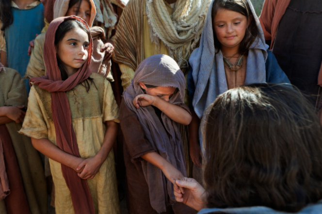 Luke 18:15–17, Jesus talks with a group of children