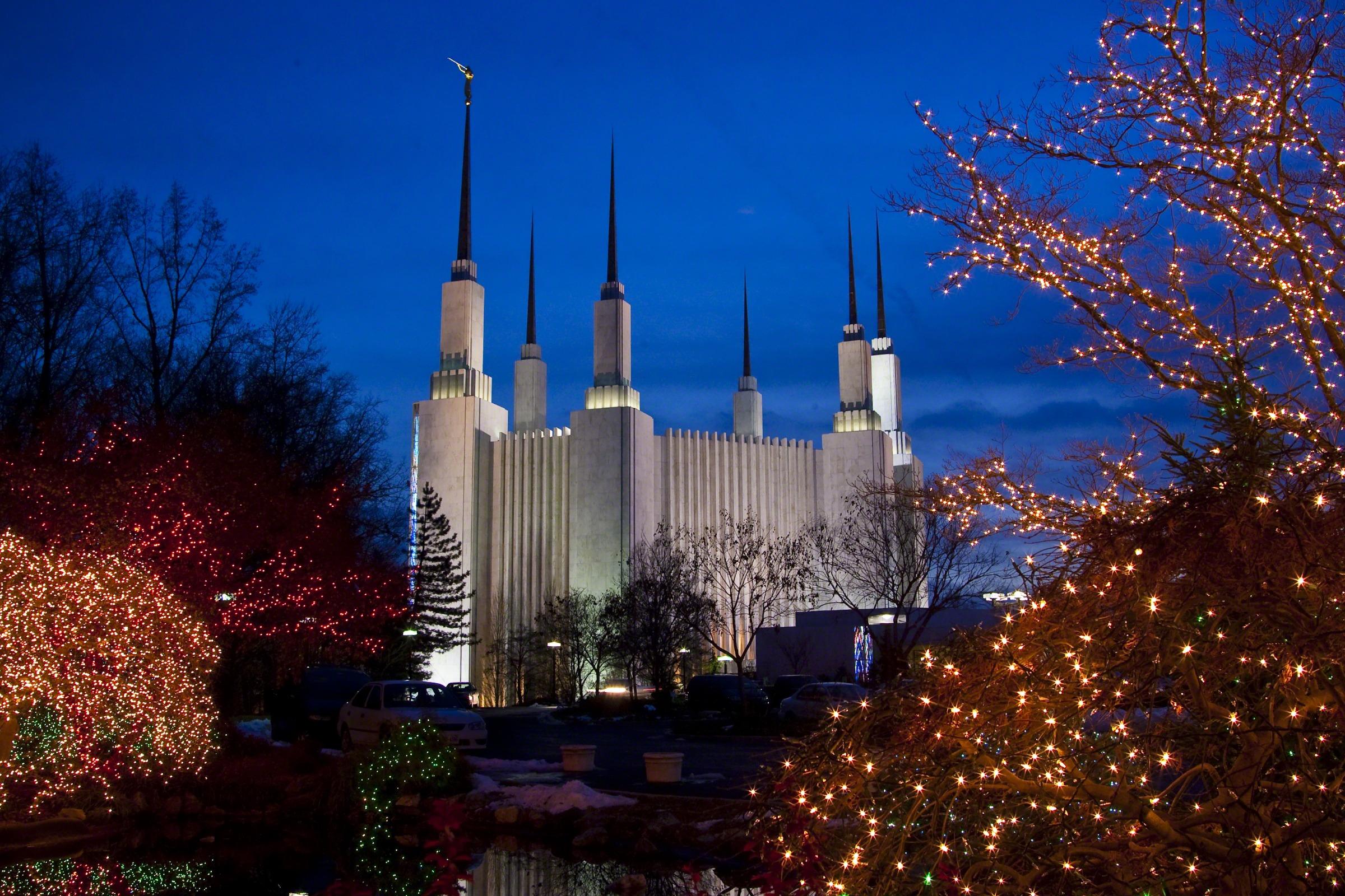 Washington D.C. Temple at Christmas