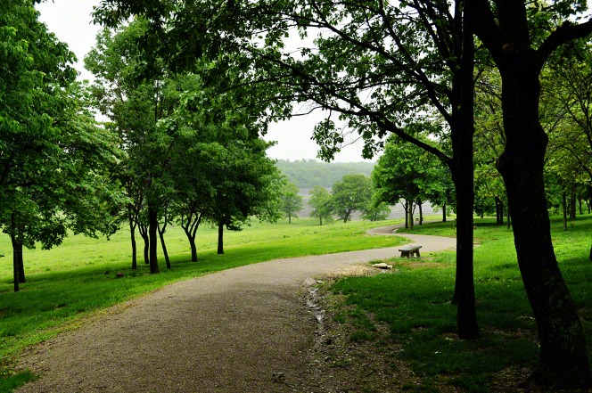 A park bench and a winding trail in Adam-ondi-Ahman in Missouri.