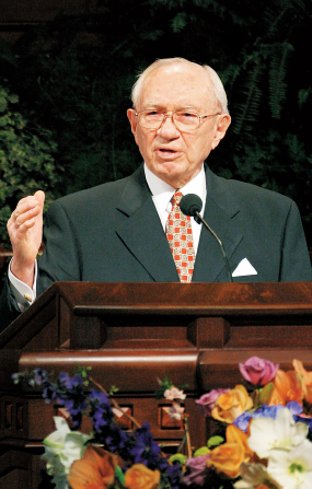 A close-up of Gordon B. Hinckley speaking from the pulpit at general conference.
