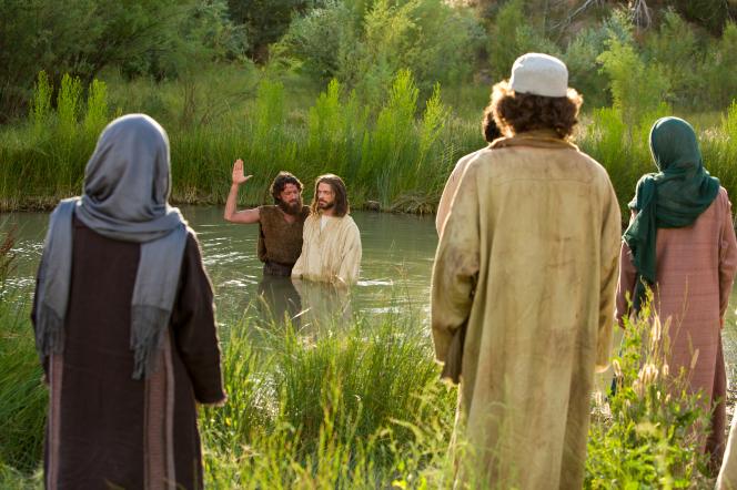 Matthew 3:13–17, John the Baptist baptizes Christ