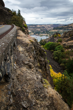 A view from a road on the edge of a cliff of the Columbia River.