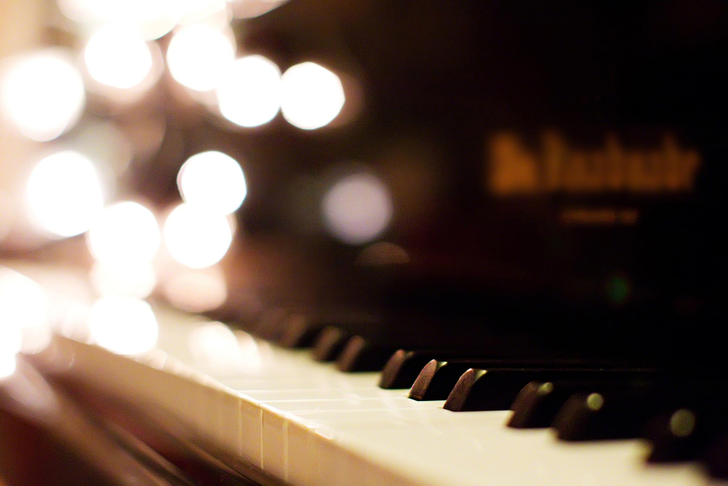 Top Wallpaper Music Christmas - piano-keys-844583-wallpaper  HD_619864.jpg?downloadx3dtrue