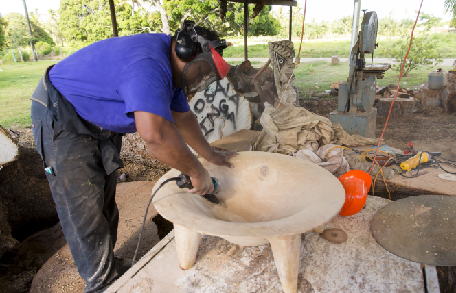 Feinga sanding wood