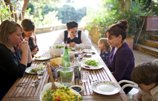 Niki and family at dinner
