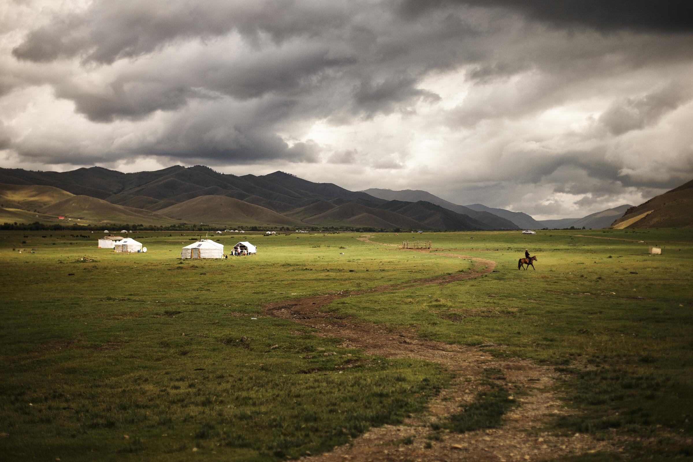 yurts-mongolia-1154419-wallpaper.jpg?dow