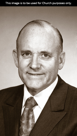 A black-and-white portrait of President Howard W. Hunter in a white shirt, tie, and suit.