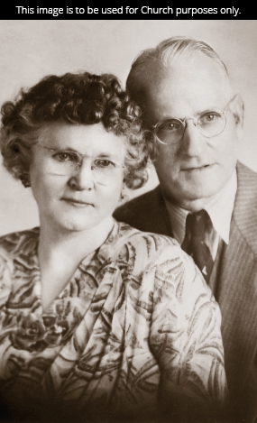 A black-and-white photograph of President Howard W. Hunter's parents, John and Nellie Hunter.