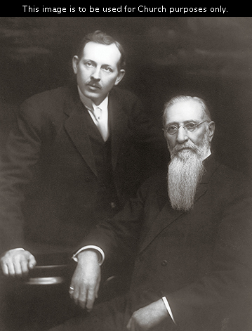 Elder Joseph Fielding Smith standing beside his father, President Joseph F. Smith, in May 1914.
