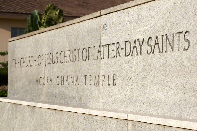 "A granite sign outside of the Accra Ghana Temple that says, ""The Church of Jesus Christ of Latter-day Saints: Accra Ghana Temple."""