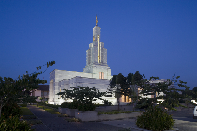 A wide-angle shot of the Accra Ghana Temple and all of its grounds lit up at night.