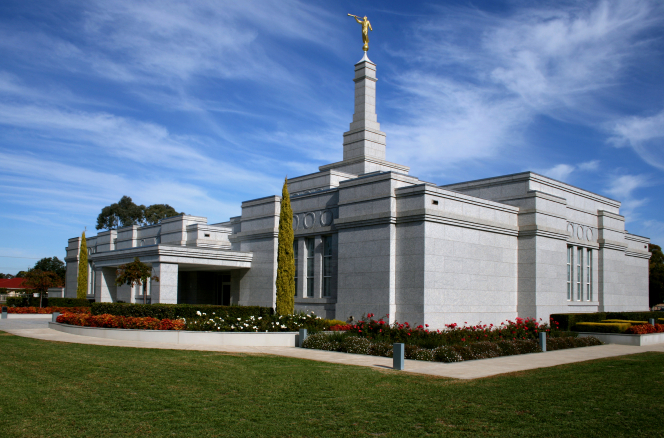 A daytime view of the entire Adelaide Australia Temple from the front.