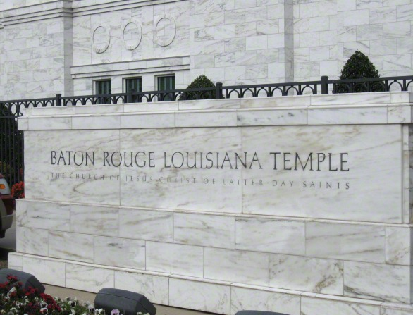 "The granite sign at the Baton Rouge Louisiana Temple that says, ""Baton Rouge Louisiana Temple: The Church of Jesus Christ of Latter-day Saints."""
