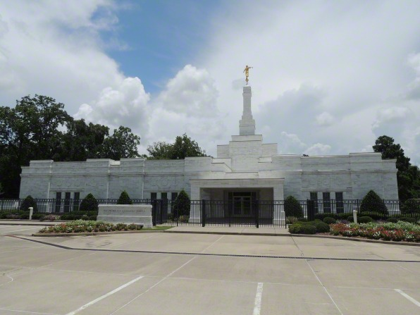 A view of the front of the Baton Rouge Louisiana Temple from the parking lot.