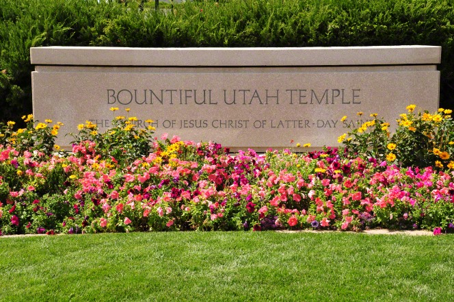 "The sign at the Bountiful Utah Temple that says, ""Bountiful Utah Temple: The Church of Jesus Christ of Latter-day Saints."""