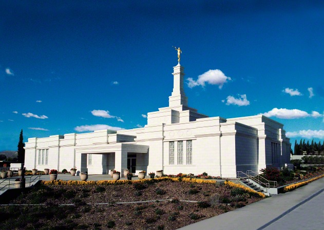 The Ciudad Juárez Mexico Temple, with small bushes beginning to grow on the grounds.