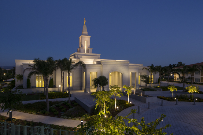 A landscape view of the Córdoba Argentina Temple with its surrounding landscape lit up at night.