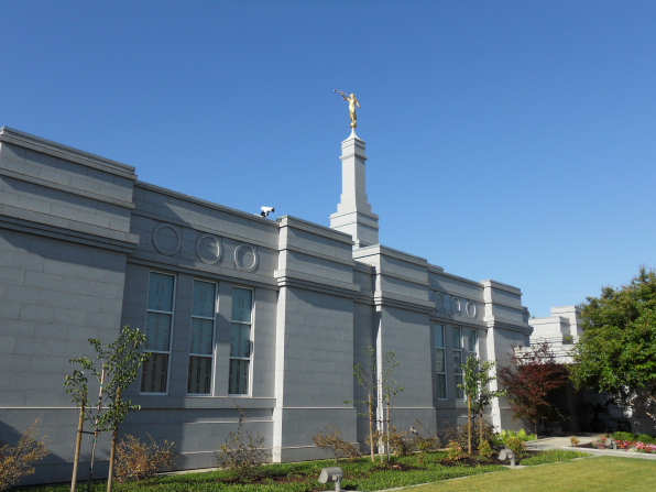 A side view of the Fresno California Temple with the spire at the top in the daytime.