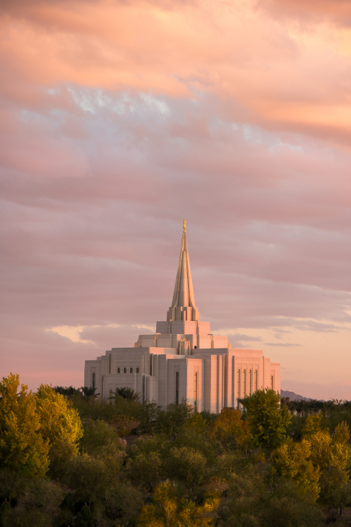 The Gilbert Arizona Temple in the Evening