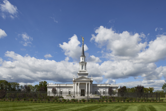 An image of the Hartford Connecticut Temple.