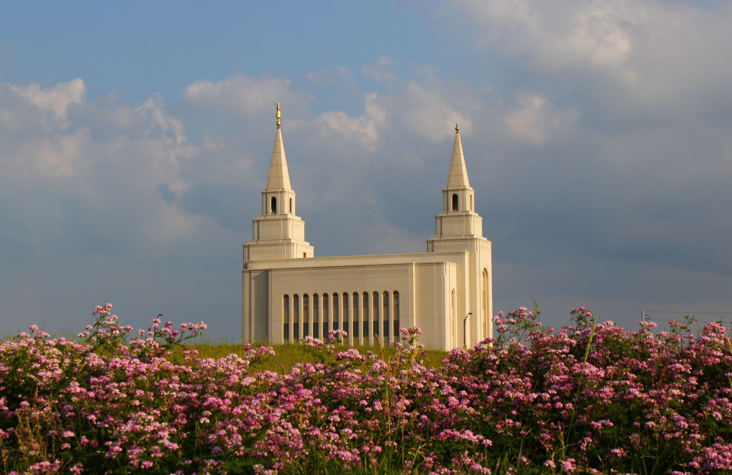 The kansas city missouri temple side view - Lds temple wallpaper ...