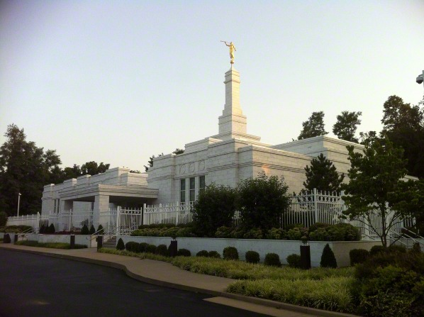A view of the entire Louisville Kentucky Temple from the parking lot, with green vegetation growing in the foreground.