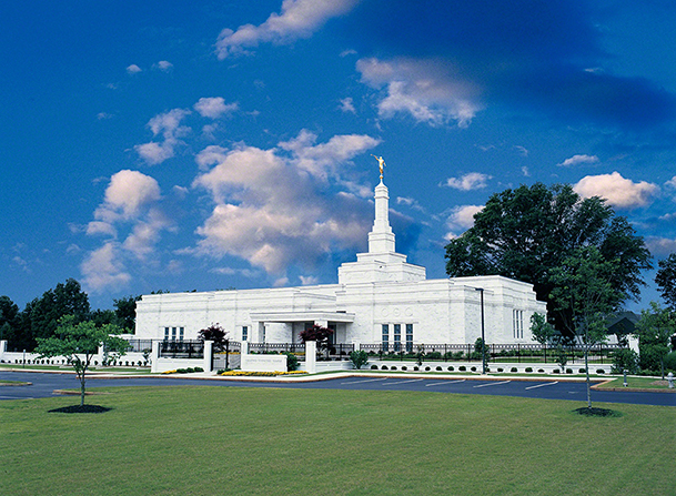 A full view of the Memphis Tennessee Temple, including the entrance and  the grounds.