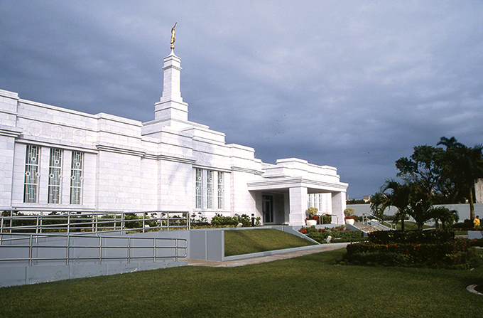 A side view of the Mérida Mexico Temple front entrance, with a wheelchair ramp, on an overcast day.
