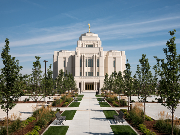 A front view of the Meridian Idaho Temple in the late afternoon.