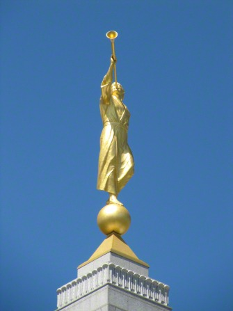The angel Moroni on the spire of the Redlands California Temple.