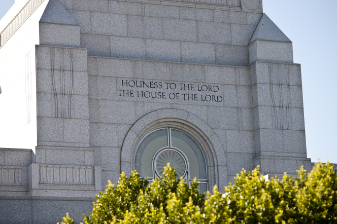 "The inscription on the Redlands California Temple, ""Holiness to the Lord: The House of the Lord."""