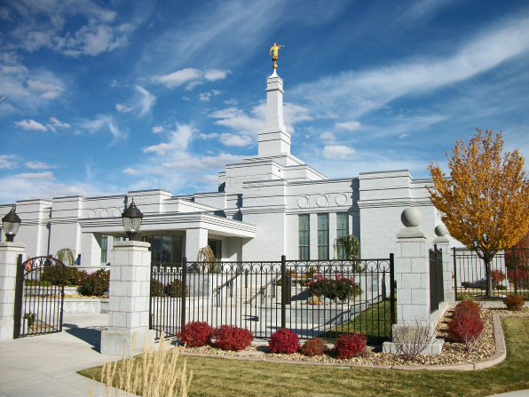 The front of the Reno Nevada Temple, with a view of the entrance and fence around the grounds of the temple.