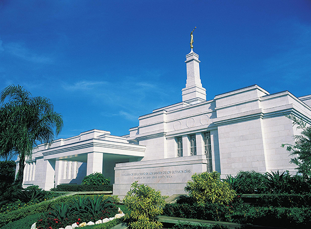 The front of the San José Costa Rica Temple, with a view of the name sign, entrance, and grounds.